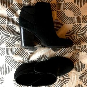 Kenneth Cole Black Leather Ankle Booties